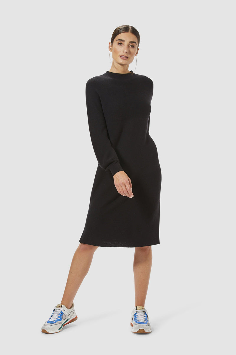 Rich & Royal - Minimalist knitted dress with slits - model image front
