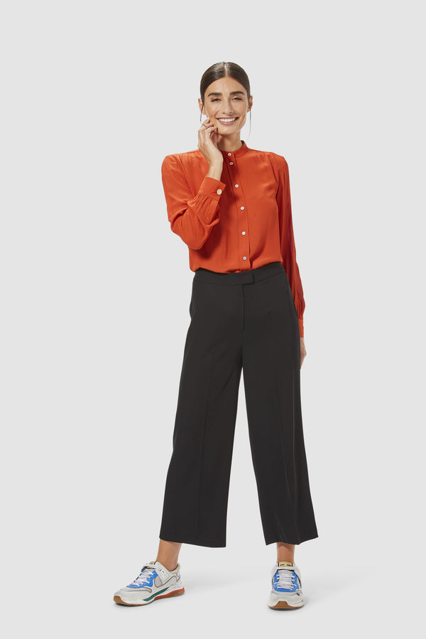 Wide-legged trousers with pre-pressed creases