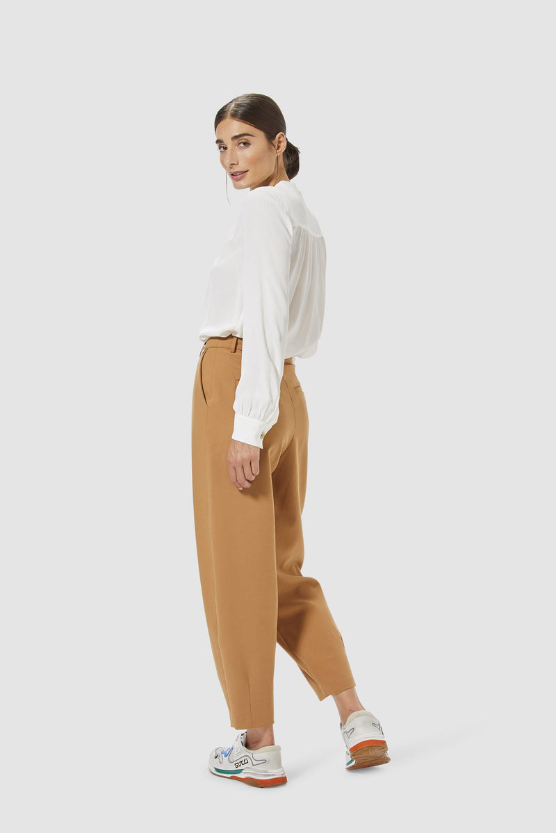 Rich & Royal -Wide-legged trousers with pleated front - model image back