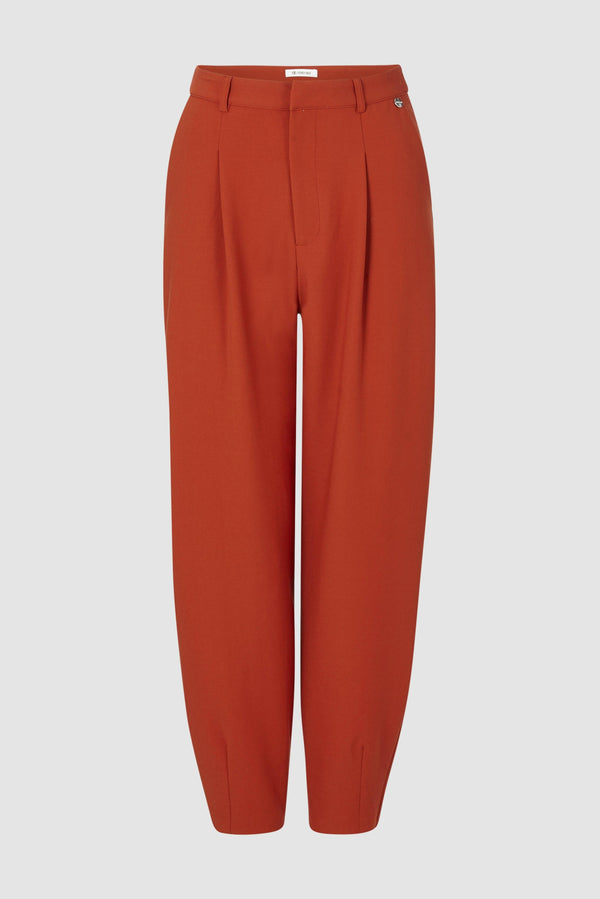 Wide-legged trousers with pleated front