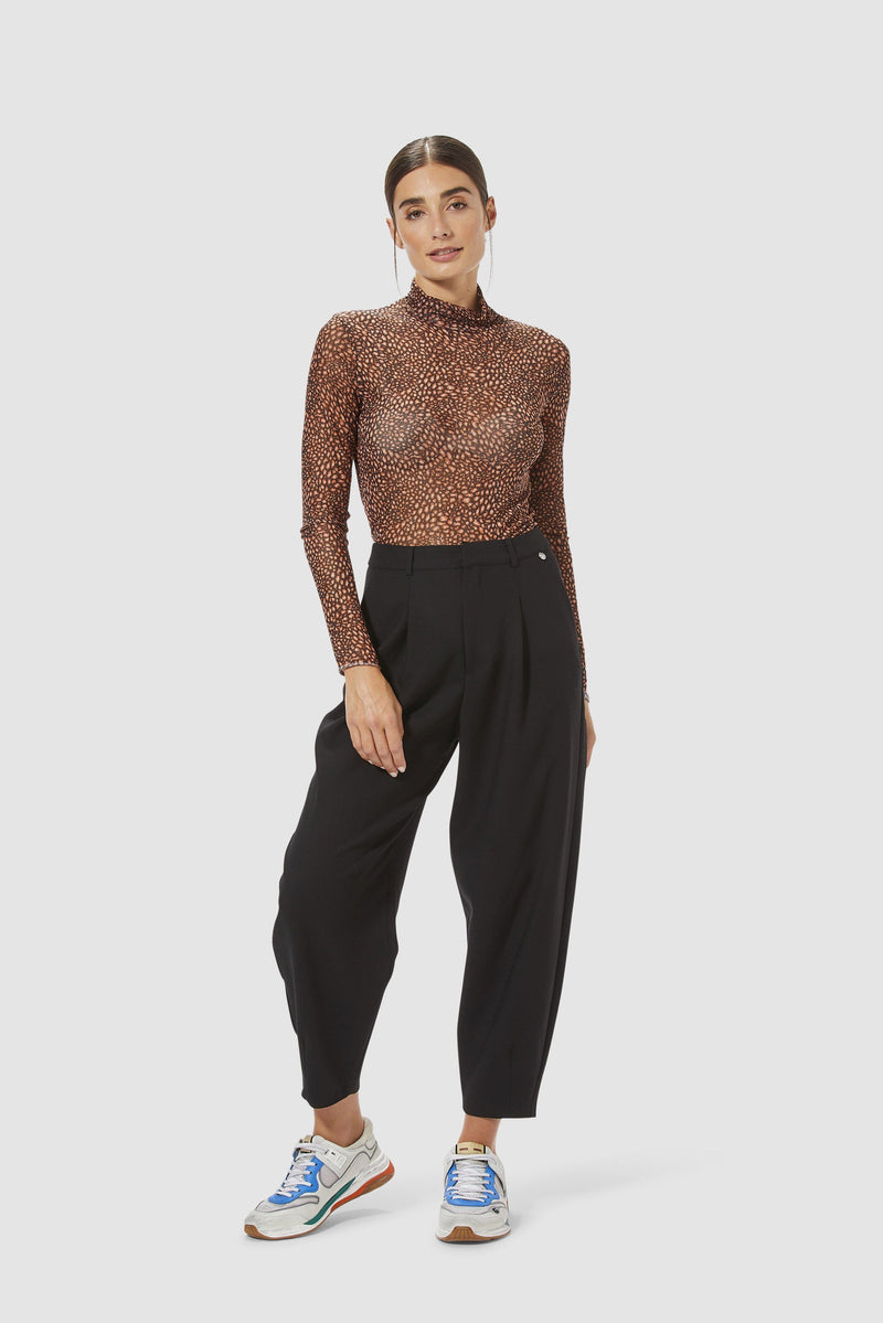 Rich & Royal -Wide-legged trousers with pleated front - model image front