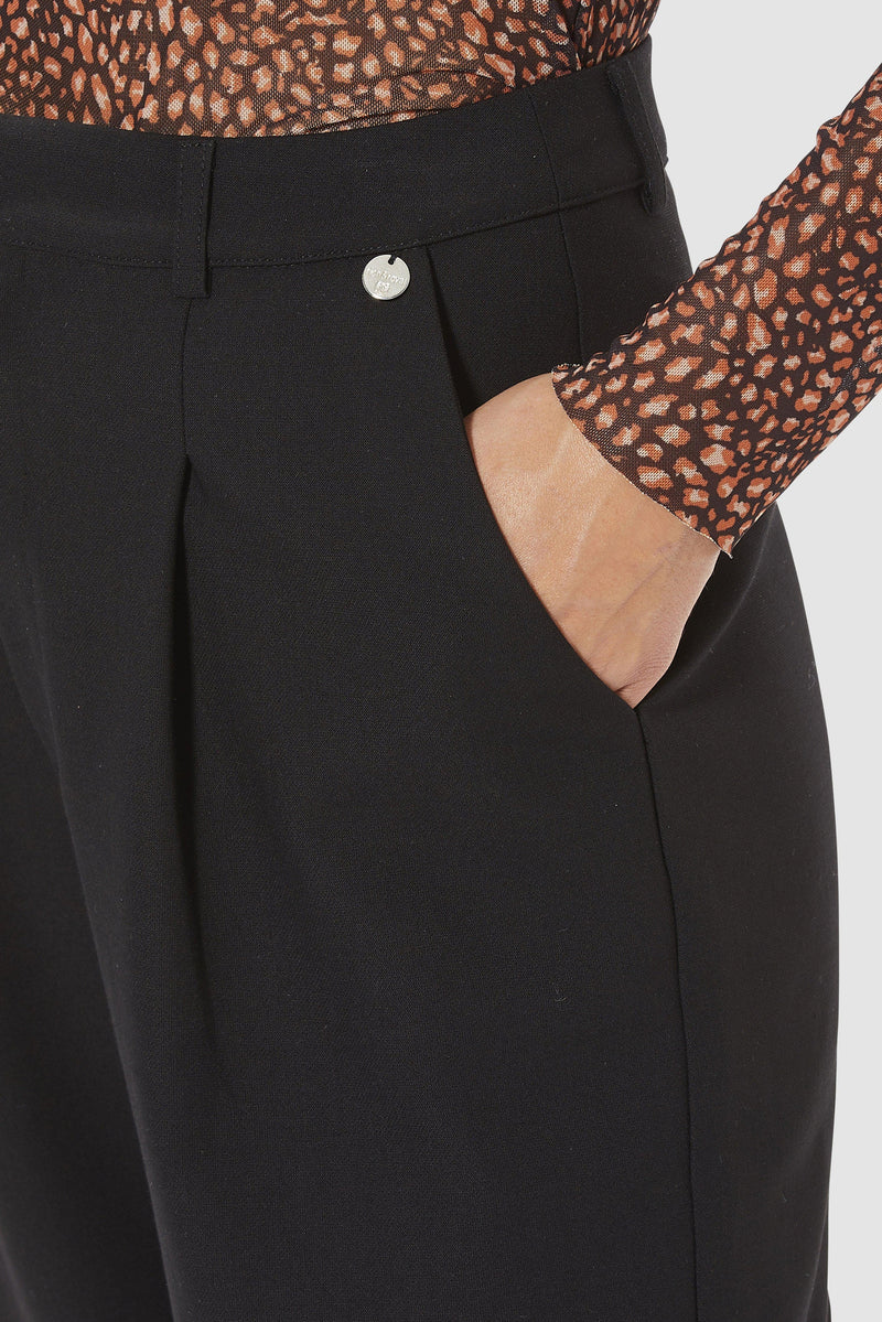 Rich & Royal -Wide-legged trousers with pleated front - detail view
