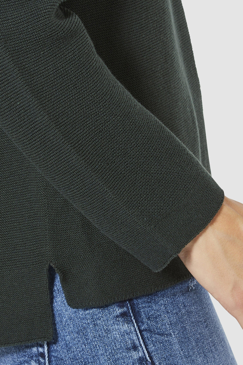 Rich & Royal - V-neck knitted jumper - detail view