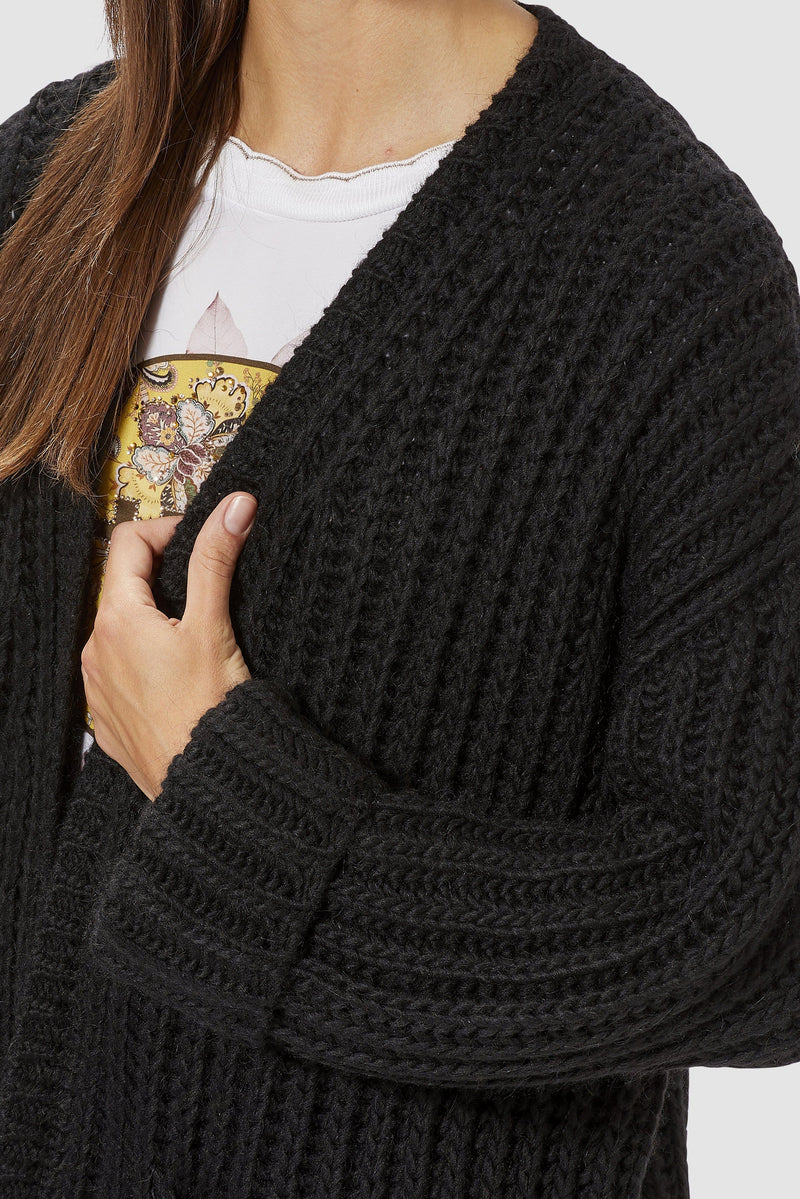 Rich & Royal - Chunky knit cardigan with pockets - detail view