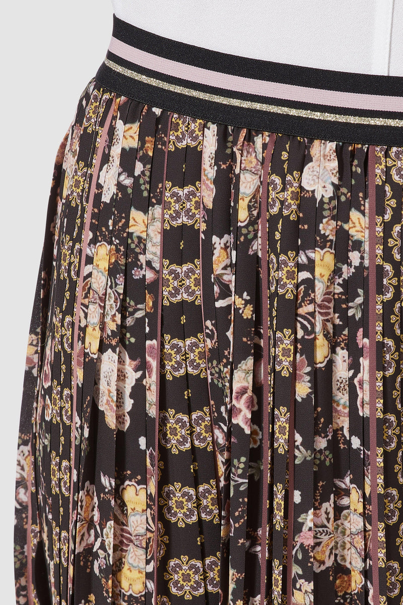 Rich & Royal - Pleated skirt with print mix - detail view