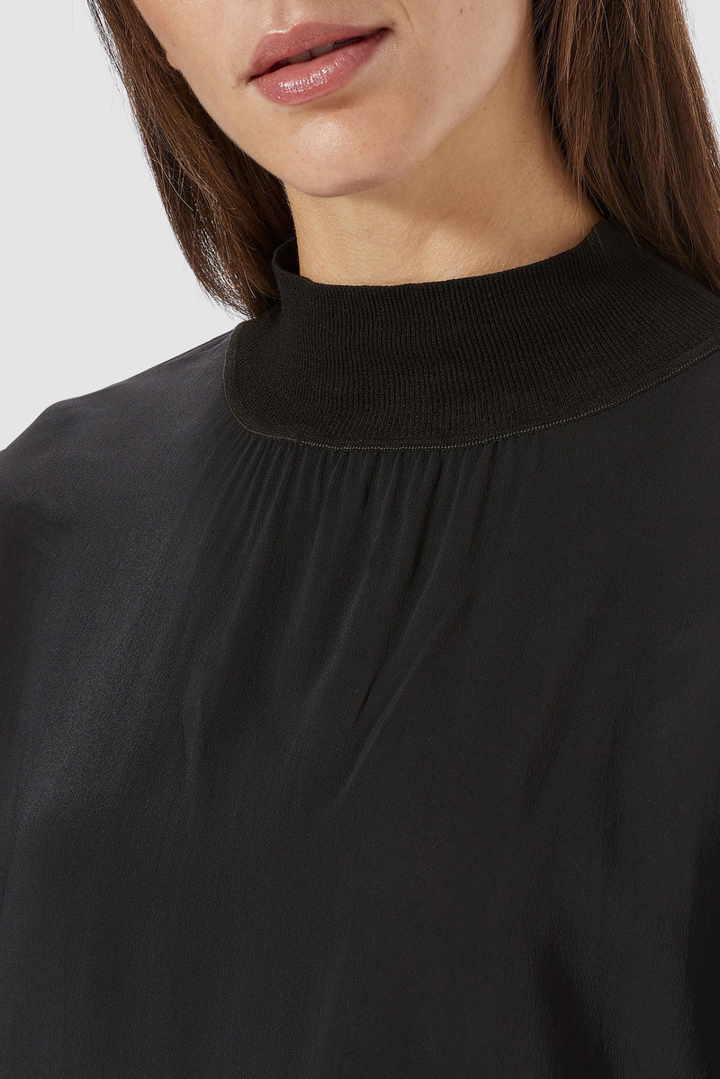 Rich & Royal - Blouse with stand-up collar - detail view