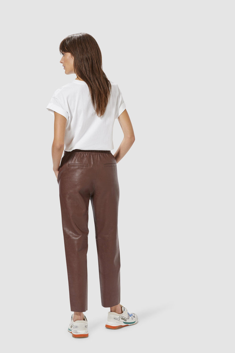 Rich & Royal - Fake leather jogger-style trousers - model image back