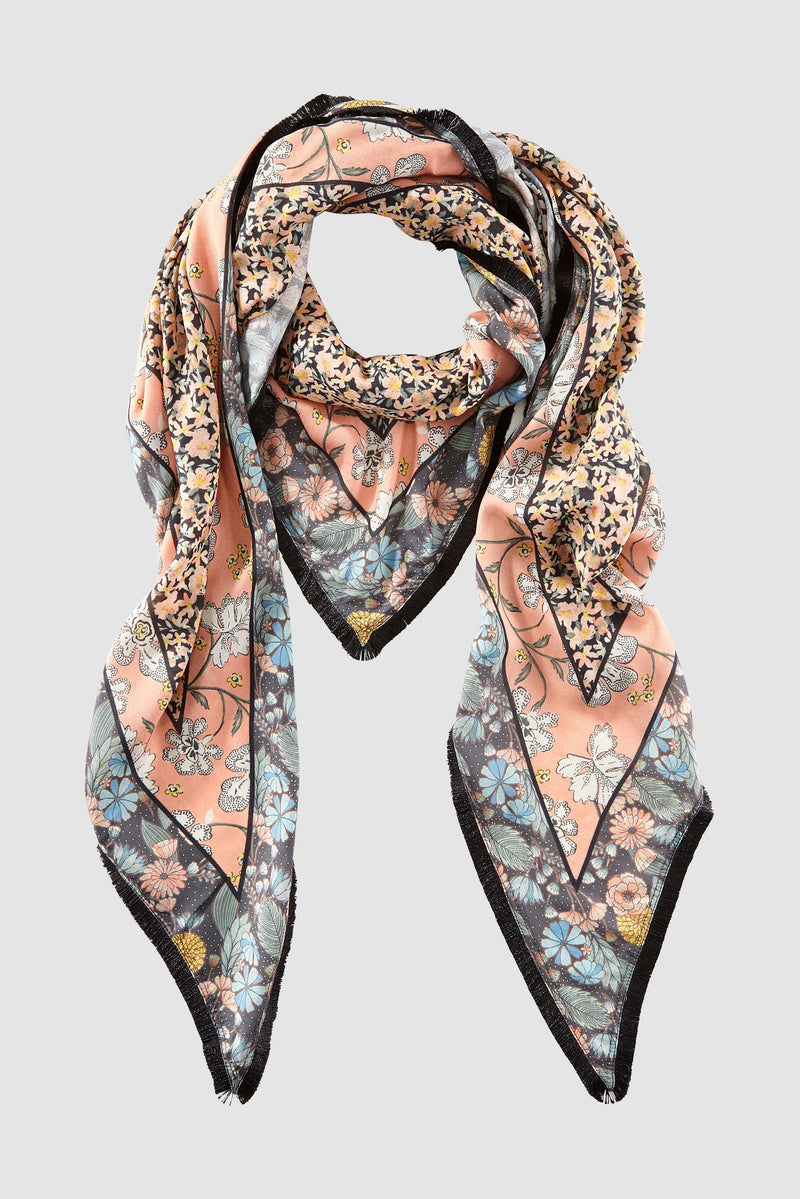 Rich & Royal - Triangular scarf with fringed edges - bust