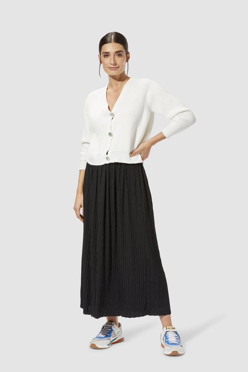 Rich & Royal - Pleated skirt with herringbone structure - model image front
