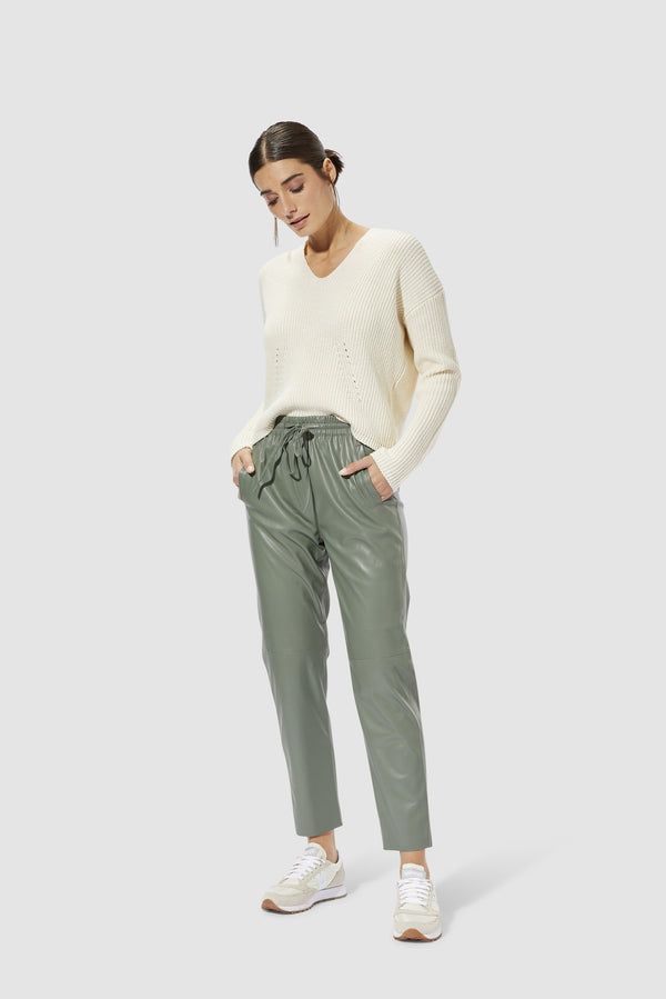 Rich & Royal - Artificial leather jogger-style trousers - model image front