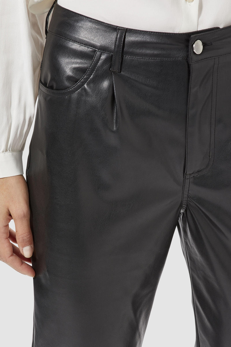 Rich & Royal - Artificial leather trousers in loose fit - detail view