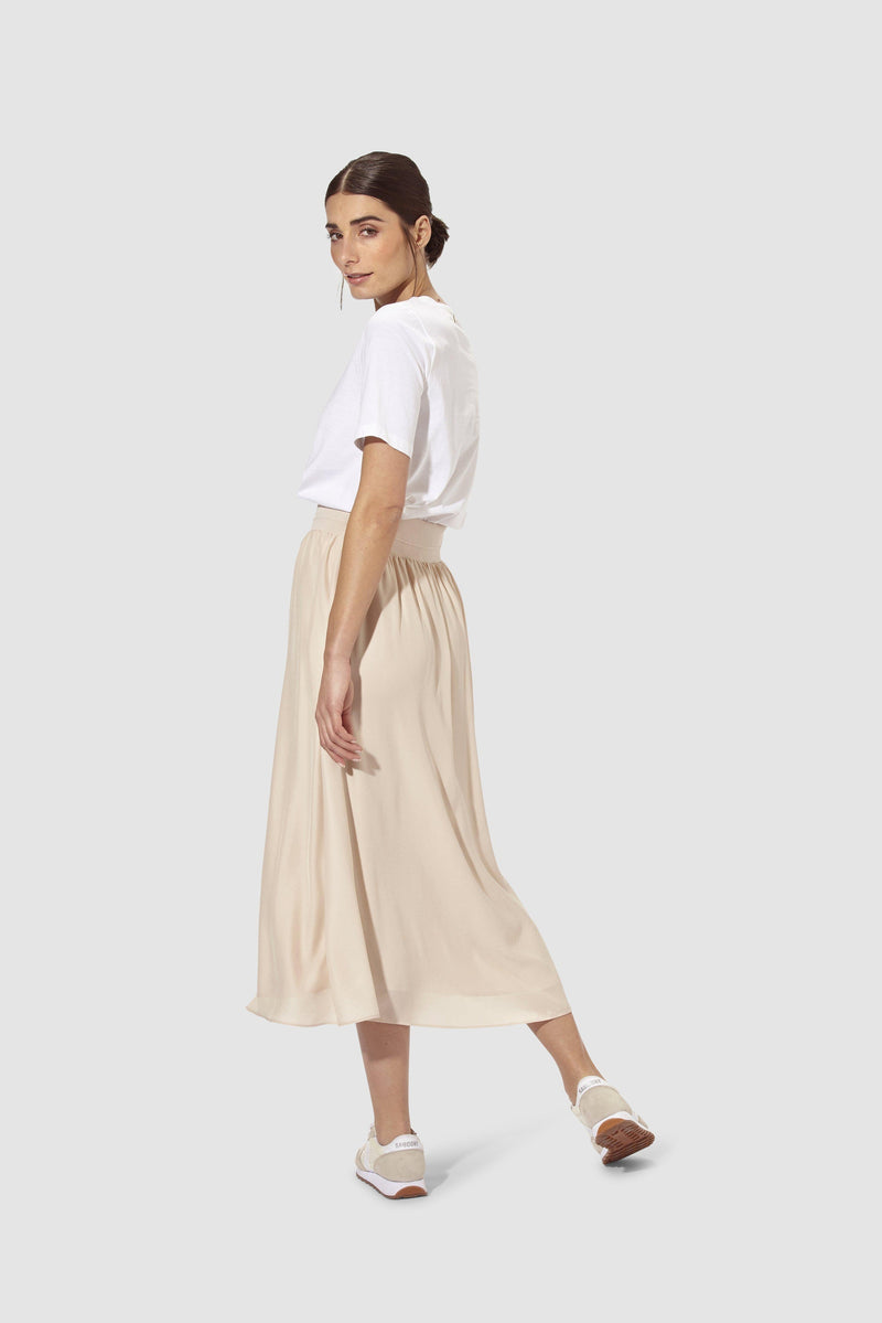 Rich & Royal - Swinging midi skirt - model image back
