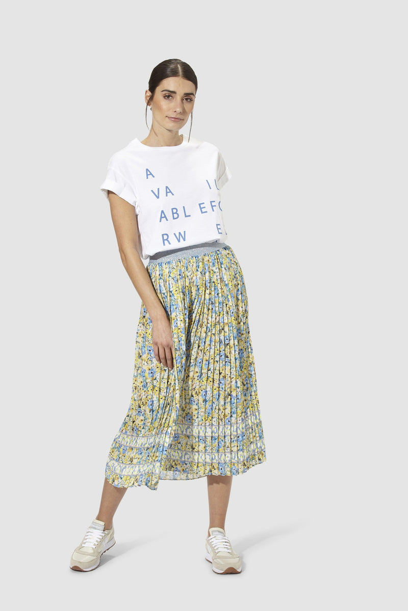 Rich & Royal - Pleated skirt with floral print - model image front