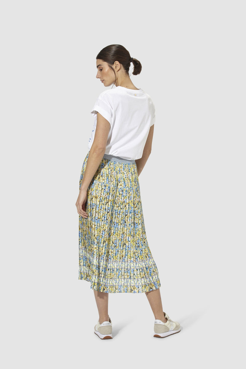Rich & Royal - Pleated skirt with floral print - model image back