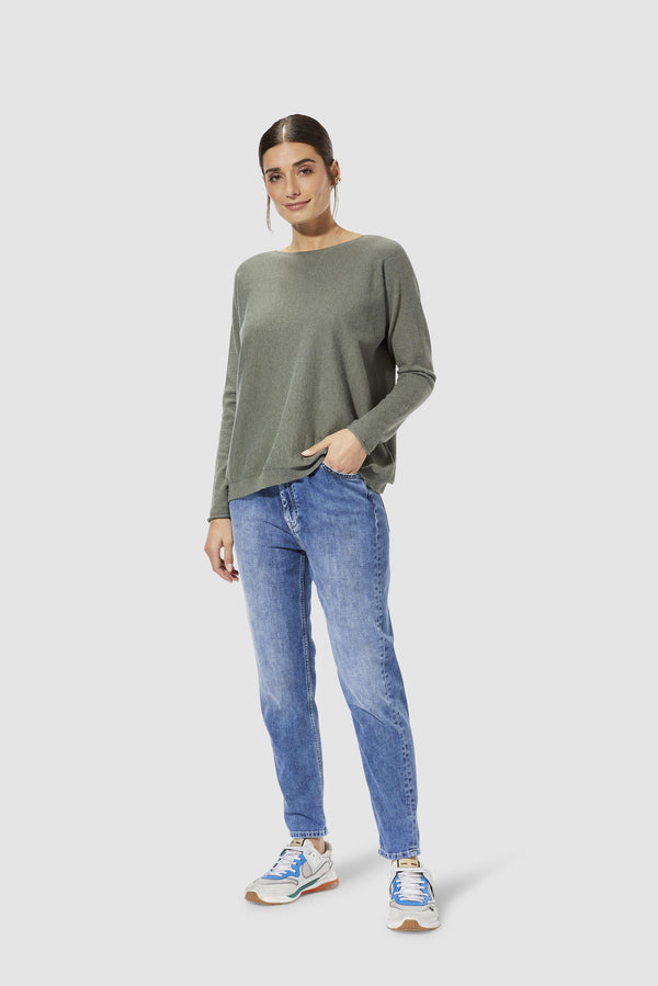 Rich & Royal - Girlfriend jeans with pleats - model image front
