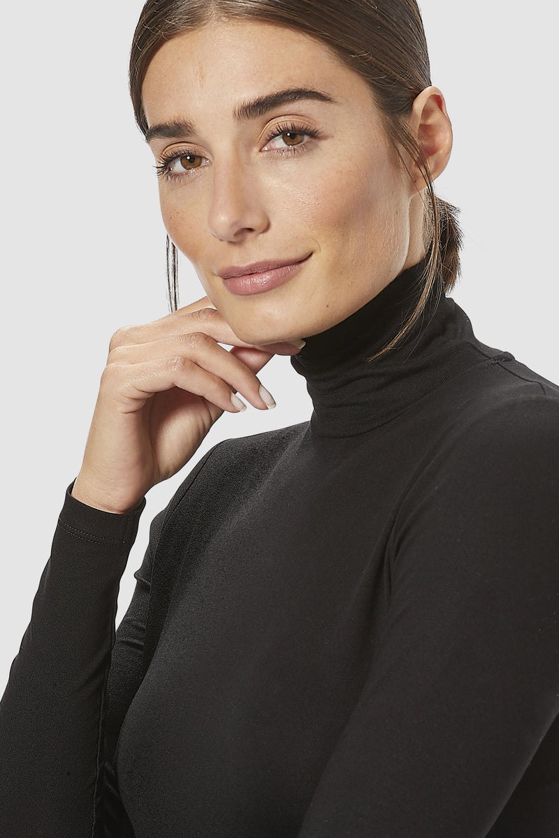 Long-sleeved roll-neck top