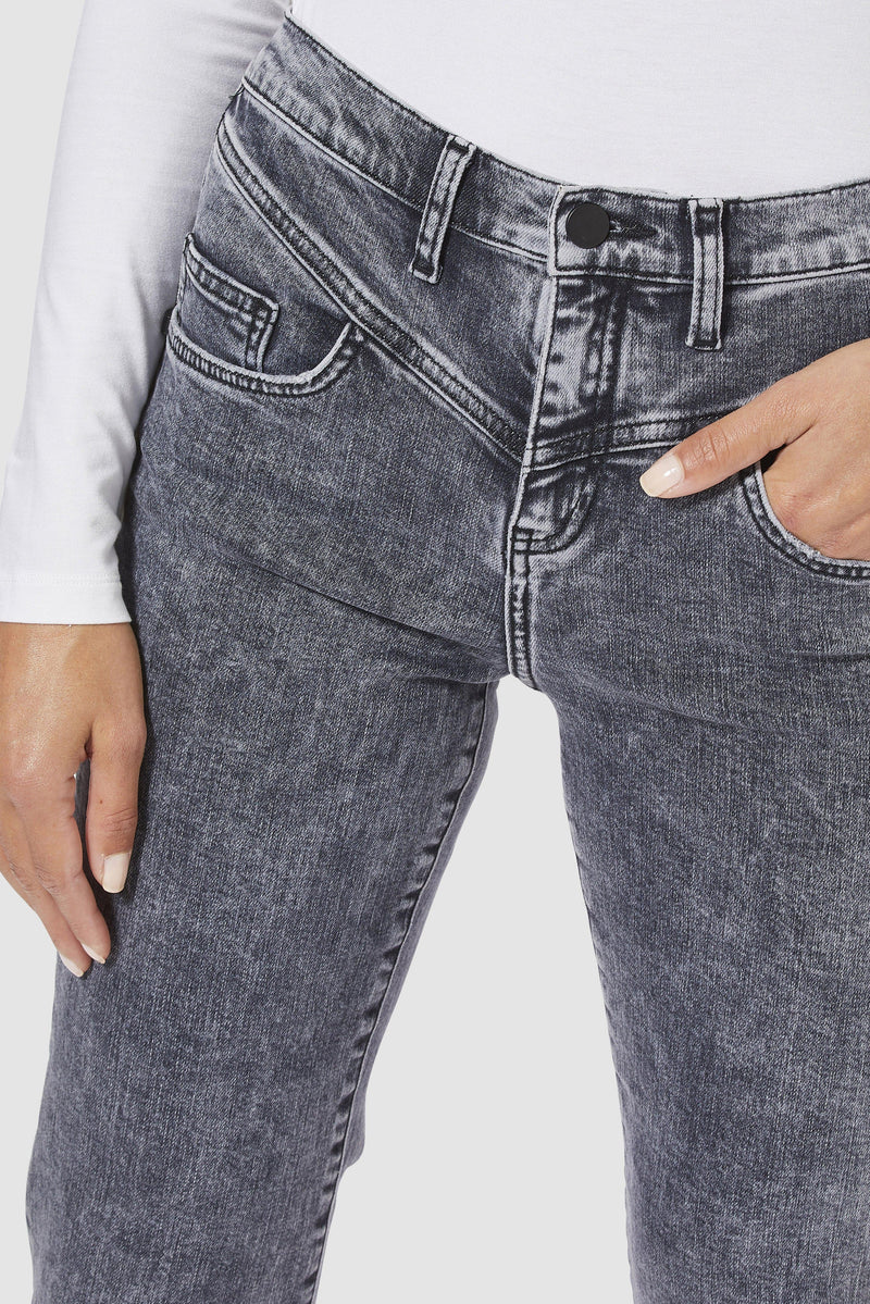 Rich & Royal - Vintage straight-cut jeans with yoke - detail view