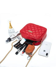Load image into Gallery viewer, Jules Guam Forever Young Gold Chain Purse