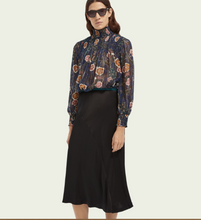 Load image into Gallery viewer, Navy Floral Print Chiffon Blouse