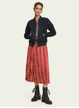 Load image into Gallery viewer, Red satin printed pleated midi skirt