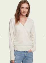 Load image into Gallery viewer, 100% Merino wool long sleeve V-neck sweater - Cream