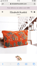Load image into Gallery viewer, Giraffe velvet travel pouch