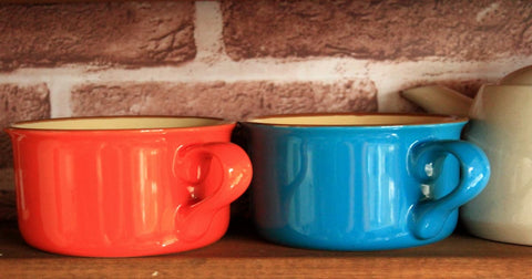 mugs of pair dishes