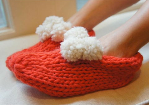 Stitch & story knitted pom slippers coral