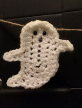 Load image into Gallery viewer, Ghost Bunting Halloween Home Decor