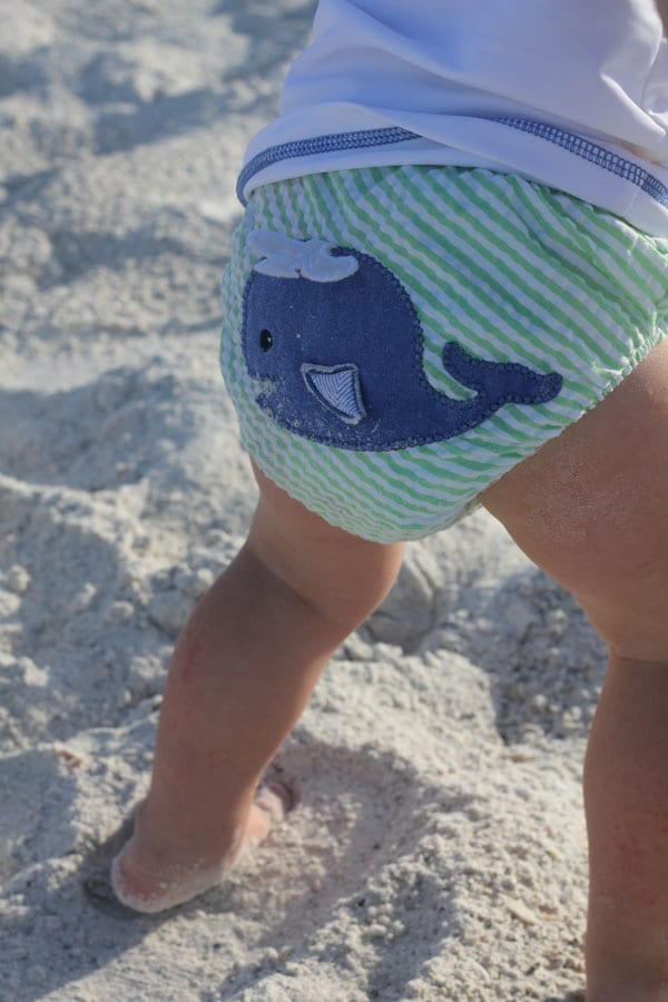 Seersucker Diaper Cover | Baby at the Beach | www.babyaspen.com | blog.babyaspen.com | #diapercover #babyaspen #beachbum #fanfriday