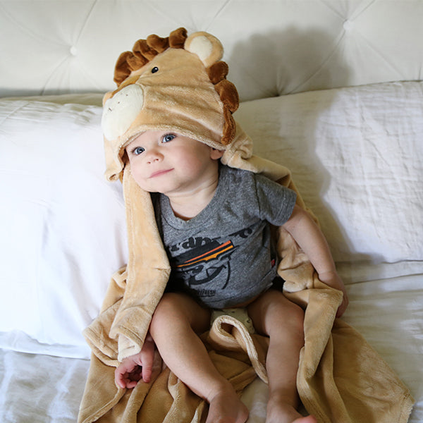 Lion Hooded Blanket | Lion Lovers Giveaway | Baby Aspen