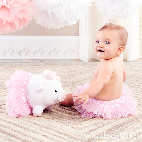 Pig Plush and Tutu Bloomer Set for Baby | @BabyAspen