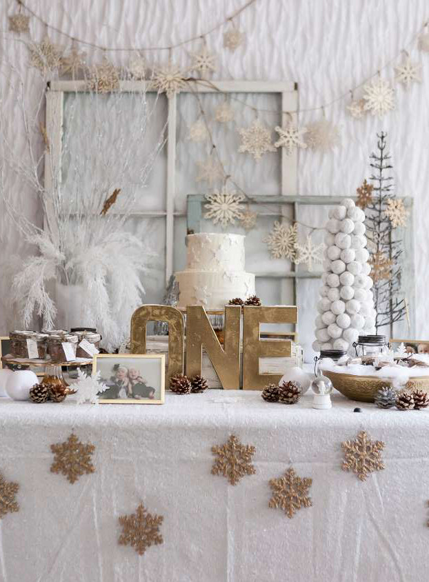 White Winter Wonderland Party Table Decor | Winter 'One'derland Birthday Party | Baby Aspen