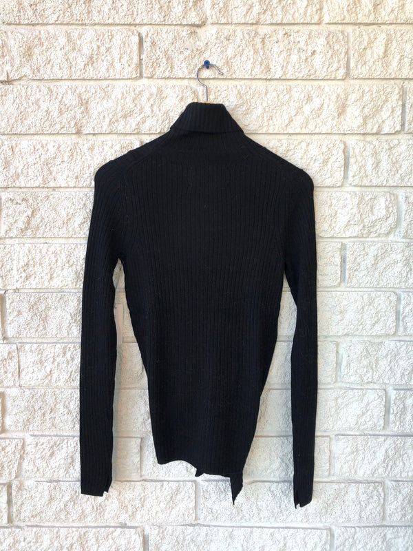 DEAN WRAP TURTLENECK