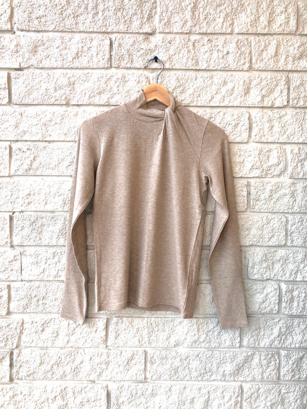LONG SLEEVE SIDE TWIST NECK