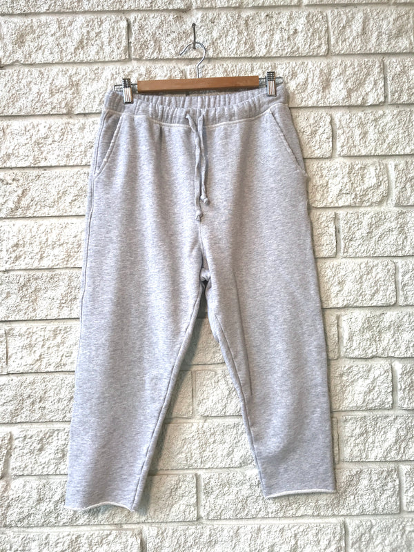 CROPPED SWEATPANT WITH RAW HEM
