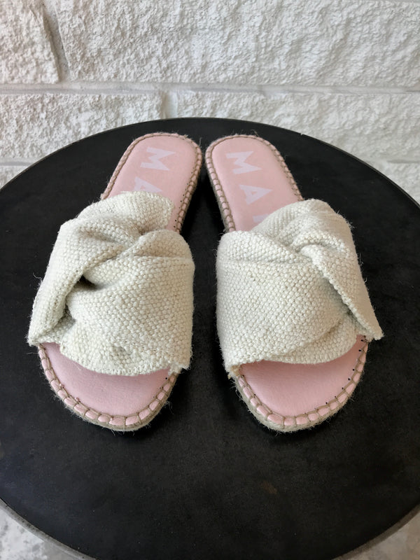 Yucatán Flat Sandals with Knot