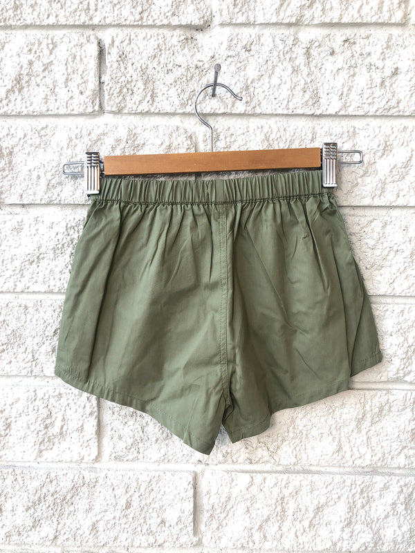 CAMP BOW SHORT IN OLIVE