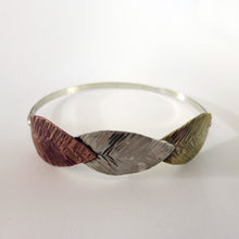 Load image into Gallery viewer, Easter Leaves Bangle i