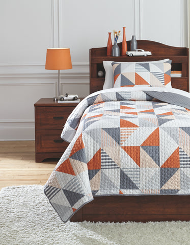 Layne Signature Design by Ashley Coverlet Set Twin