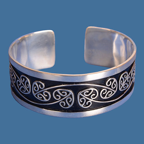 Maori design bangle. SSB003