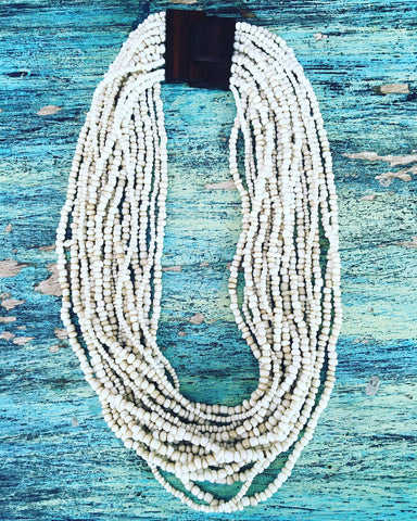 CREAM TIMBER CLASP NECKLACE