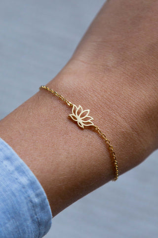 GOLD LOTUS FLOWER PENDANT BRACELET