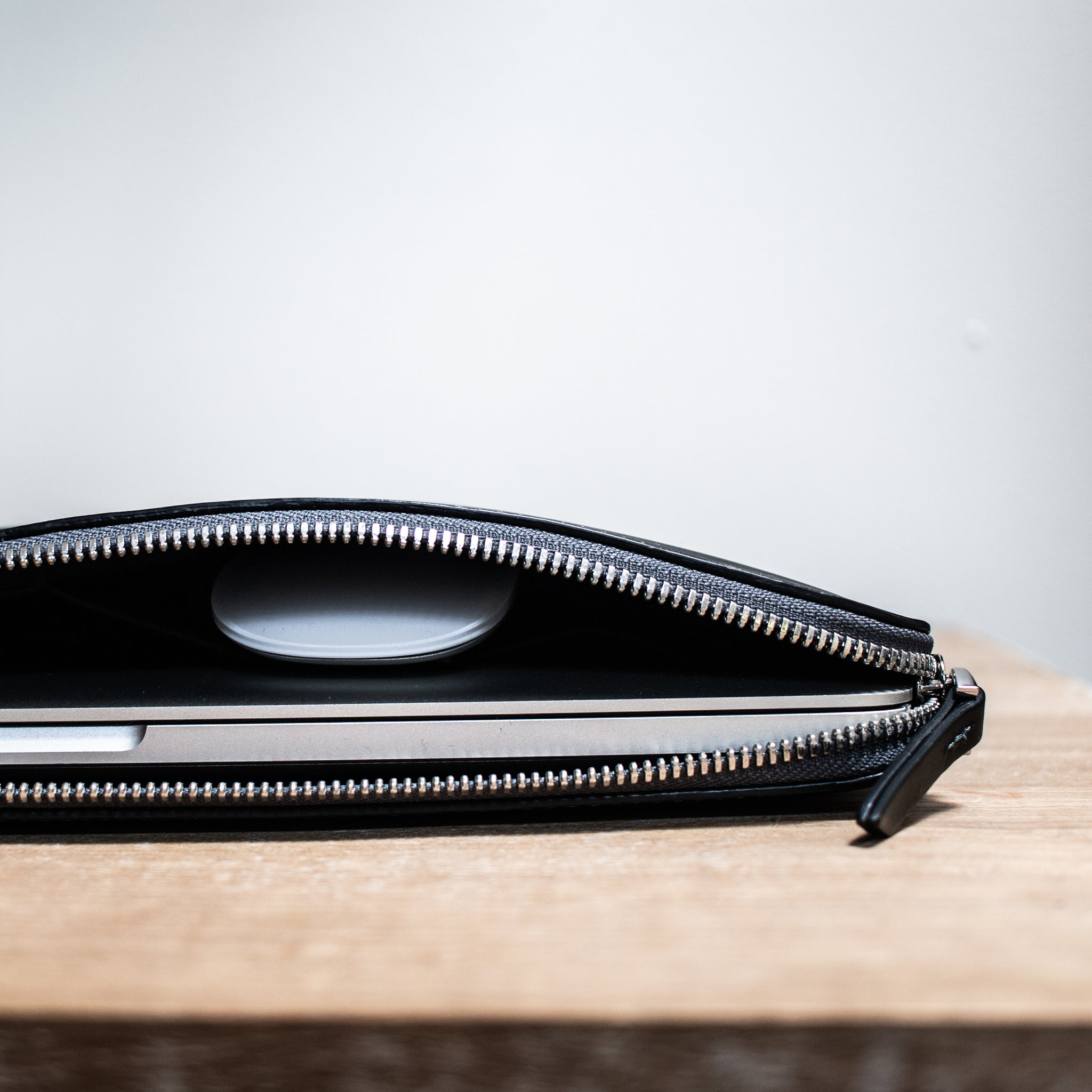 lundi leather pouch for laptop