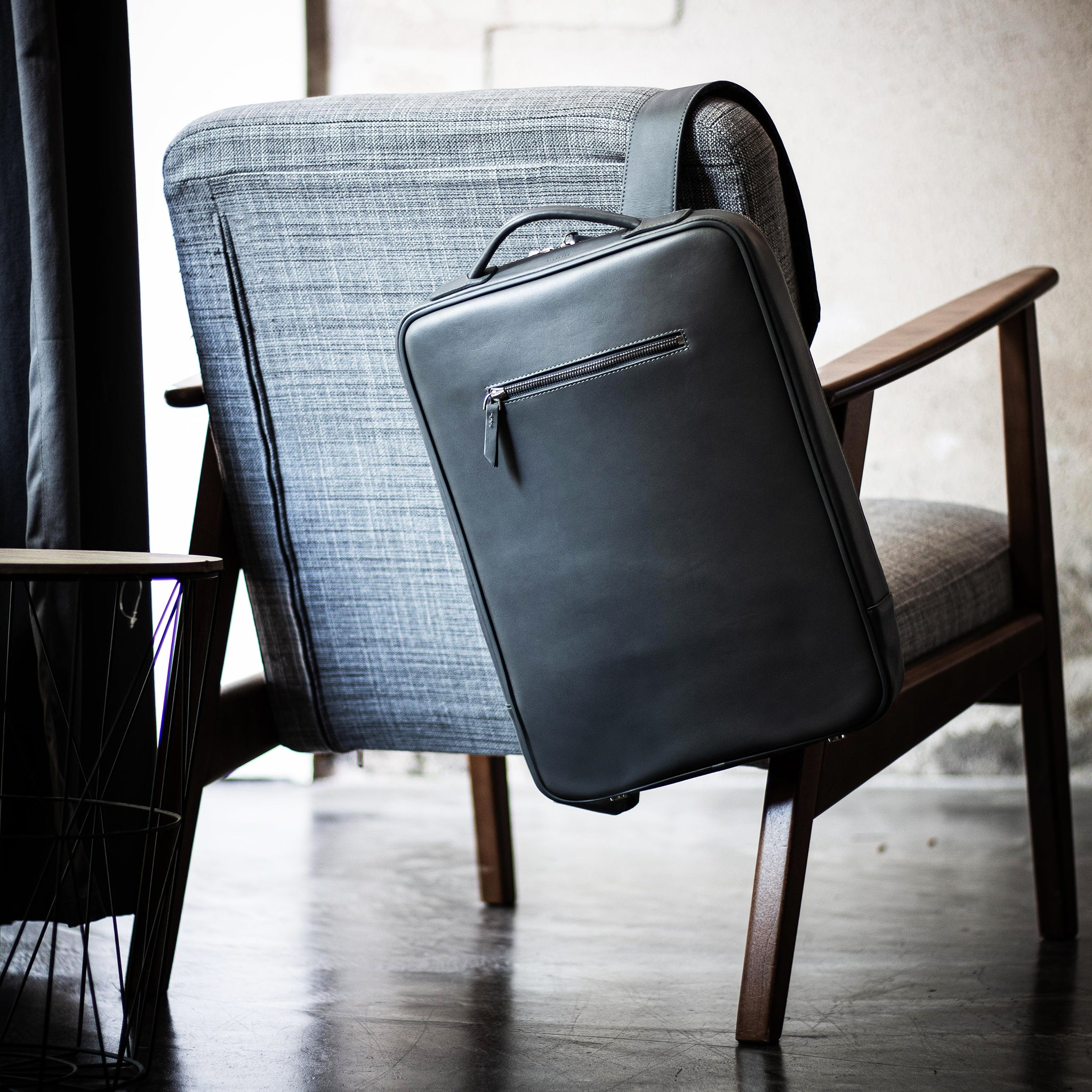 lundi leather backpack made of grey vegetable tanned leather