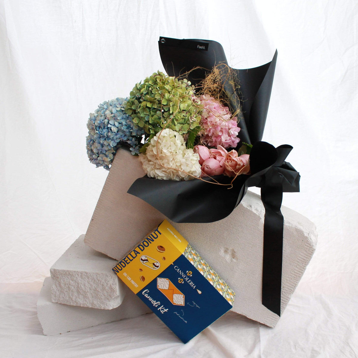 Mother's Day Flora Bouquet & Limited Edition Cannoli Kit