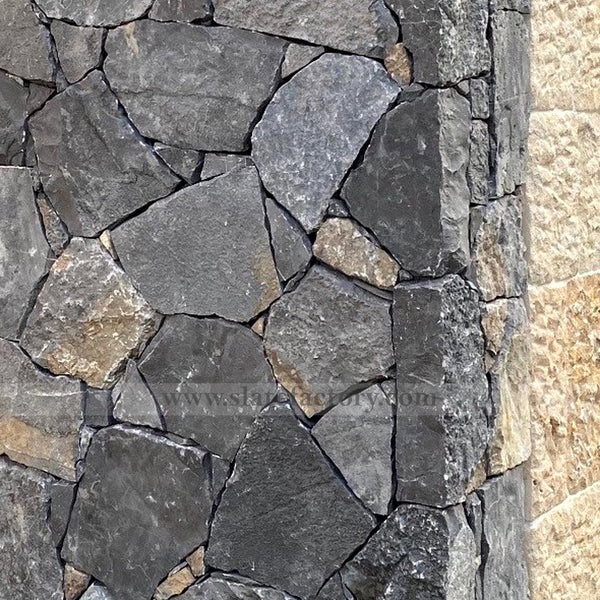 stone-veneer-outside-corner-black-forest-fieldstone