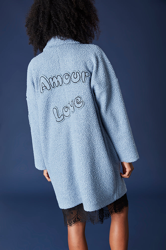 "MAXI ABRIGO DOLLY AZUL CIELO PARCHES ""AMOUR"""