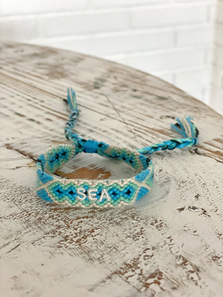 "Pulsera hilo Bordado ""SEA"" azul"