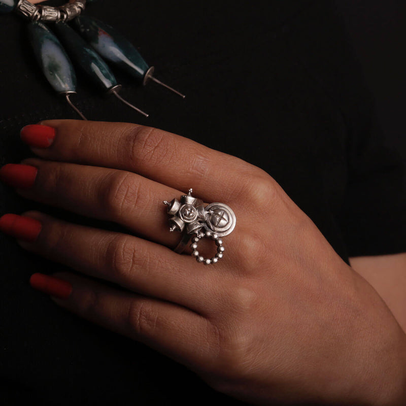 West Rose Circle Silver Finger Ring - mohabygeetanjali